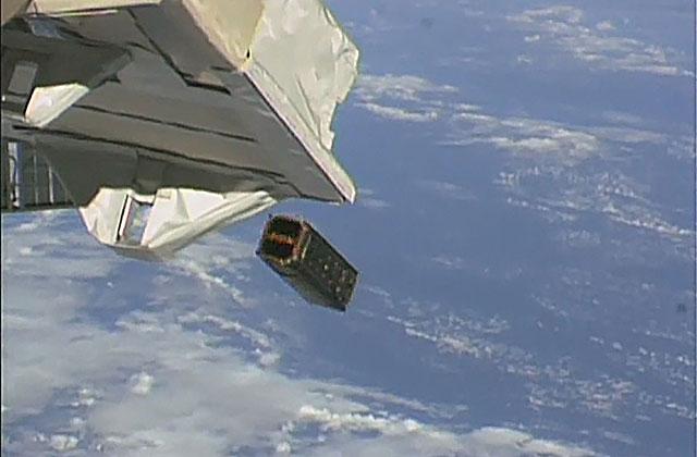 「きぼう」から超小型衛星3機の放出に成功!