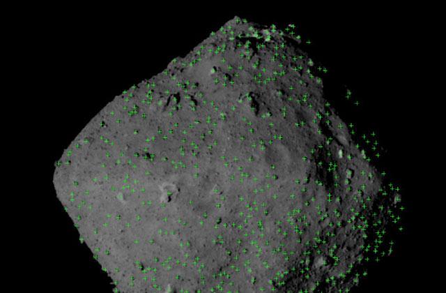 小惑星リュウグウの表面に多くある岩塊
