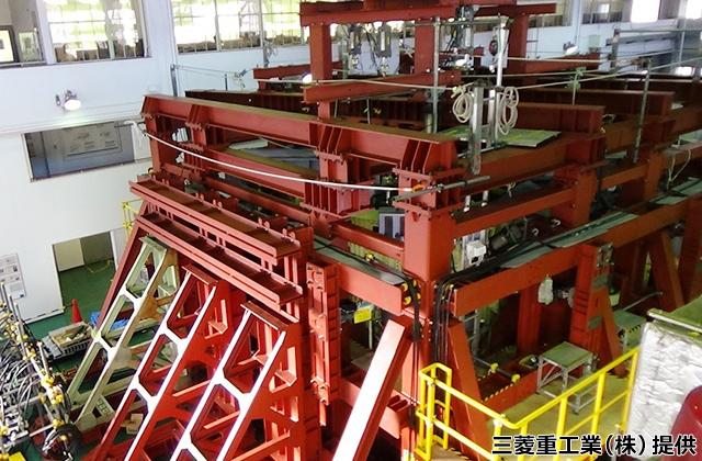 H3ロケットエンジン部構造強度試験の様子