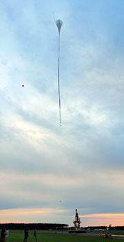 超薄膜高高度気球(BS13-08)が無人気球到達高度の世界記録を更新
