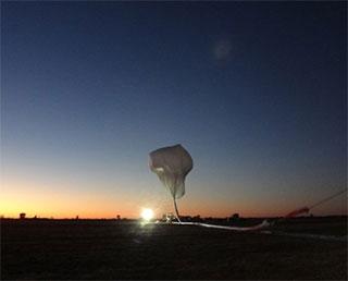 オーストラリアにて大気球実験を実施