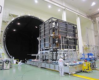 GCOM-Cの熱真空試験を実施