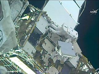 国際宇宙ステーションにリチウムイオンバッテリを取り付け、起動完了!